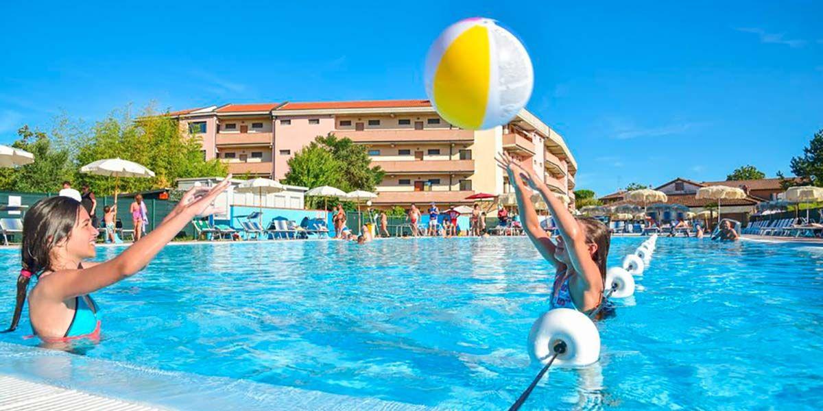 Piscina con zona dedicata ai bambini - Aparthotel Costa Paradiso Lido Adriano - Aparthotel Costa Paradiso Lido Adriano